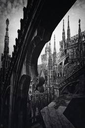 Between Gotic Capitals